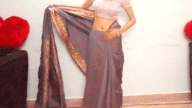 Wearing a saree step by step in 10 steps - step 4