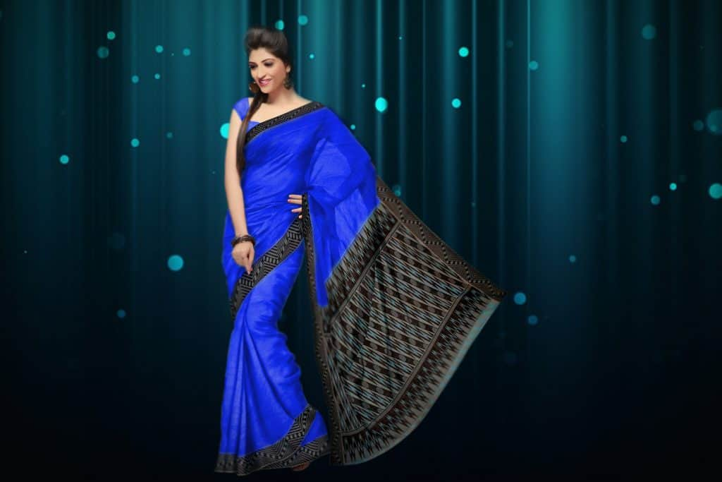 blue saree with black border