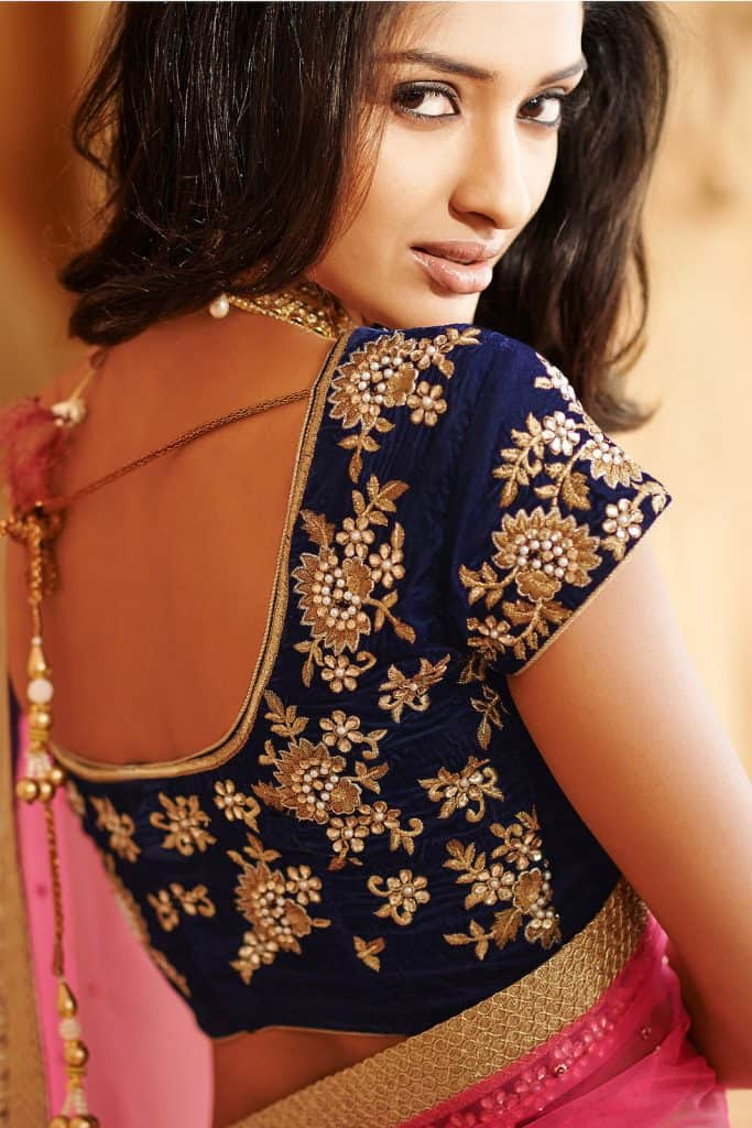 Elbow length maggam work blouse designs are a particular design which has a couple of heavy maggam work to make you more charming and beautiful. Heavy maggam work in 3/4th blouses looks good if your saree is a yellow banarasi with a blue or purple blouse. Furthermore, a green top with a dark pink saree is also a great choice if you want to get an adorable look. Heavy maggam work blouse with pretty back neckline